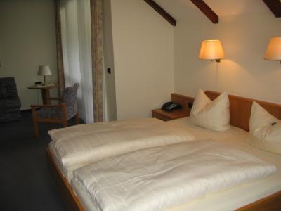 waldhotel riesebusch bad schwartau der varta f hrer top hotels und restaurants in deutschland. Black Bedroom Furniture Sets. Home Design Ideas