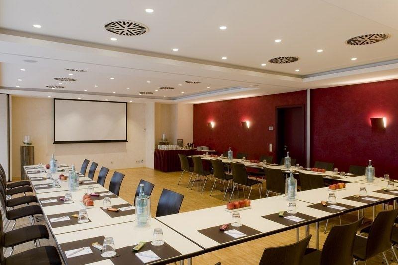 hotel gloria stuttgart der varta f hrer top hotels und restaurants in deutschland. Black Bedroom Furniture Sets. Home Design Ideas