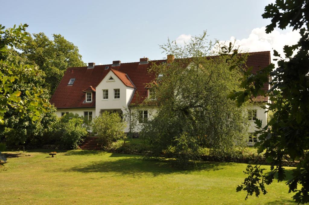landhaus hohe buchen pl n der varta f hrer top hotels und restaurants in deutschland. Black Bedroom Furniture Sets. Home Design Ideas
