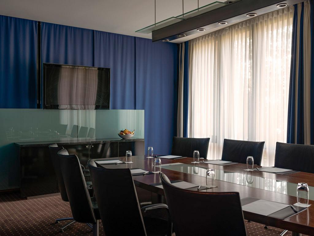 pullman berlin schweizerhof berlin der varta f hrer top hotels und restaurants in deutschland. Black Bedroom Furniture Sets. Home Design Ideas
