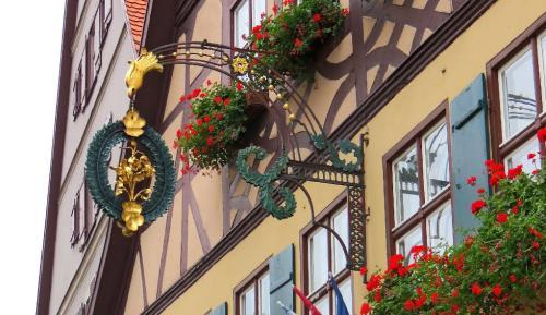 Goldene Rose mit Gästehaus