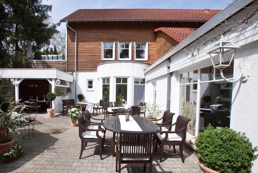alte bergm hle dreieich der varta f hrer top hotels und restaurants in deutschland. Black Bedroom Furniture Sets. Home Design Ideas