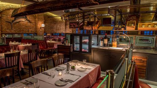 Pier 51 Restaurant & Bar