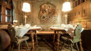Gemütliche Gaststube im Allgäuer Stil im Lindner Parkhotel & Spa in Oberstaufen