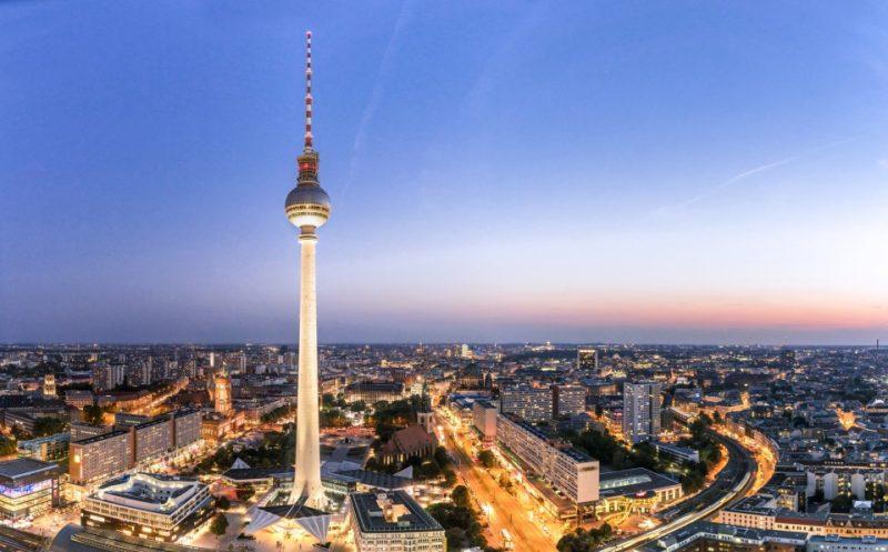 Berlin im Abendrot mit Blick auf den Fernsehturm