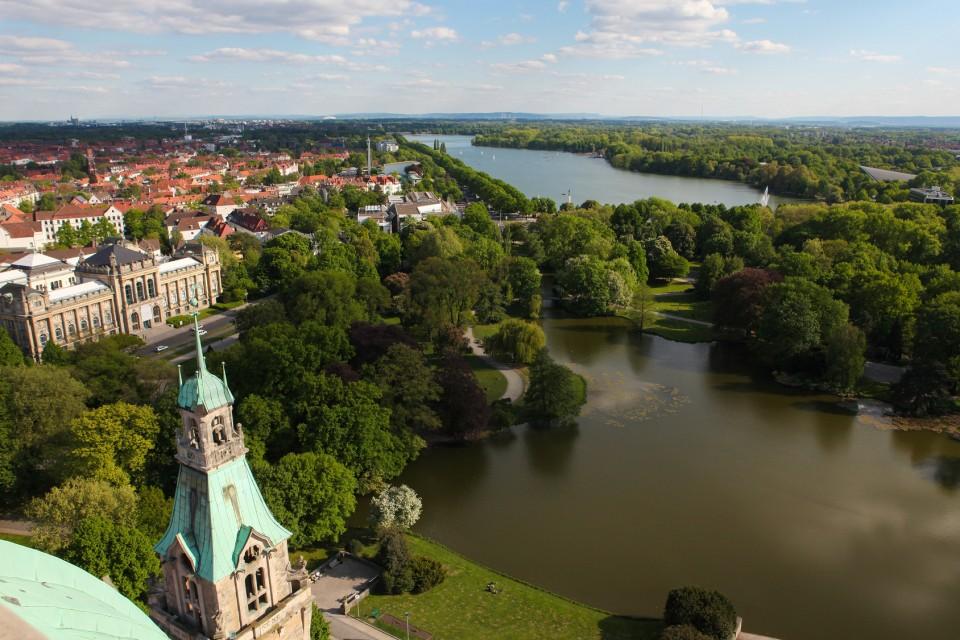 Blick vom Neuen Rathaus auf Hannover und den Maschsee