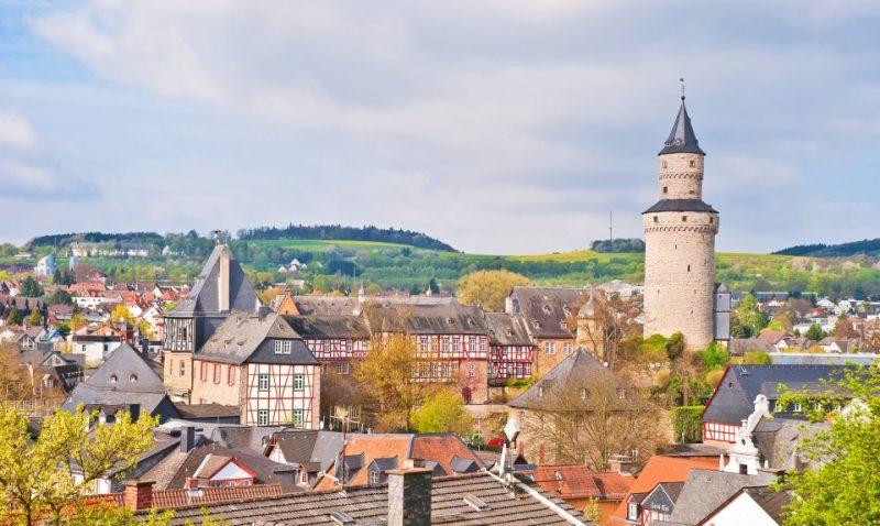 Altstadt von Idstein im Taunus mit Burg und Hexenturm im