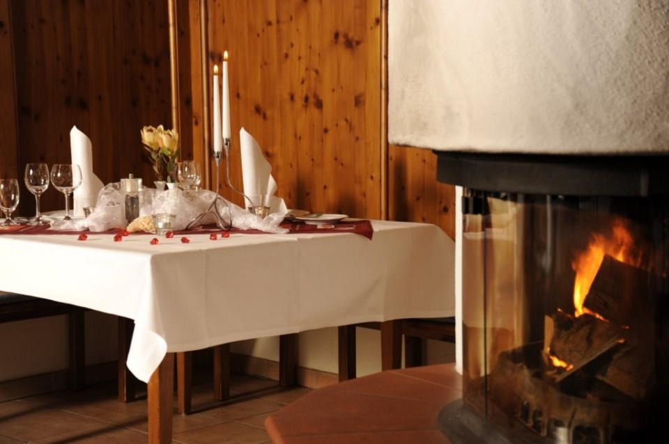 Holzvertäfeltes Restaurant mit Kaminofen im Parkhotel Altmühltal in Gunzenhausen am Altmühlsee