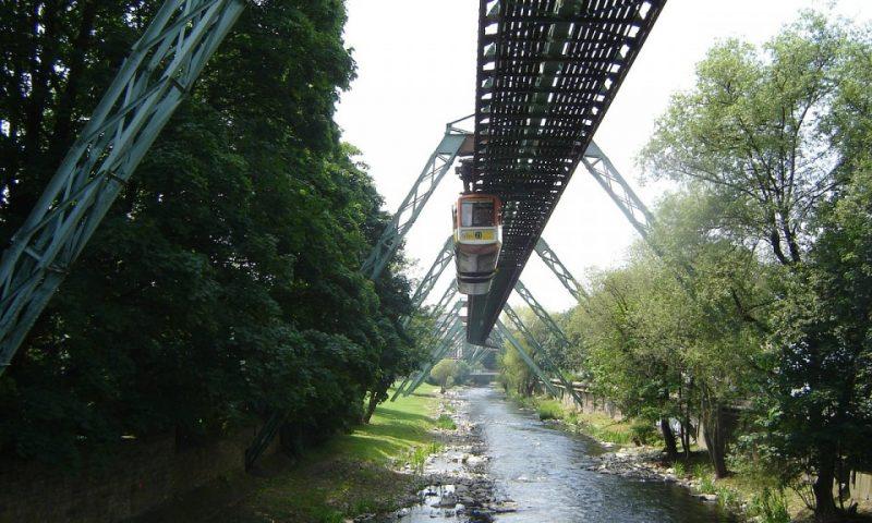 Schwebebahn in Wuppertal im Bergischen Land