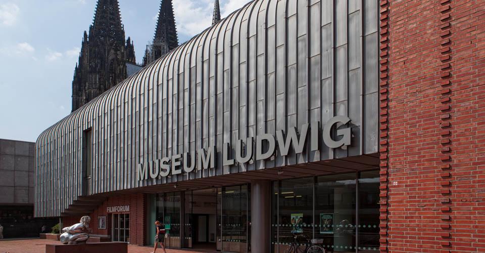 Ludwig Museum am Kölner Dom: international bedeutende Sammlung moderner und zeitgenössischer Kunst.