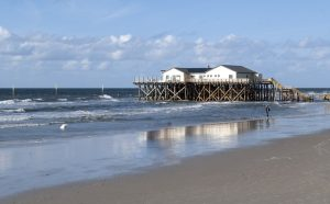 Pfahlbauten, Sankt Peter-Ording: Nordfriesland ist ein Surferparadies