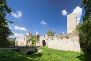 Burgruine Eckartsburg mit Blick ins Thüringer Land