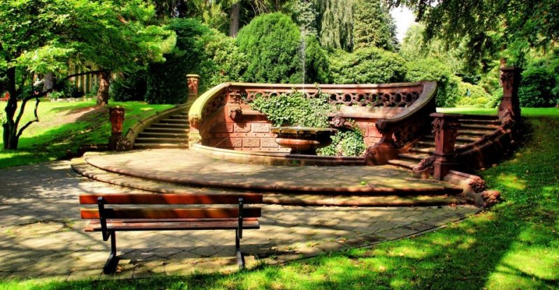 Steintreppe im Park Friedhof Ohlsdorf Hamburg