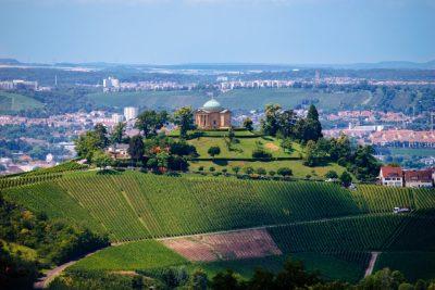 Blick auf die Grabkapelle auf dem Württemberg