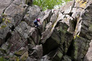 Klettern an der Basaltwand in der Rhön