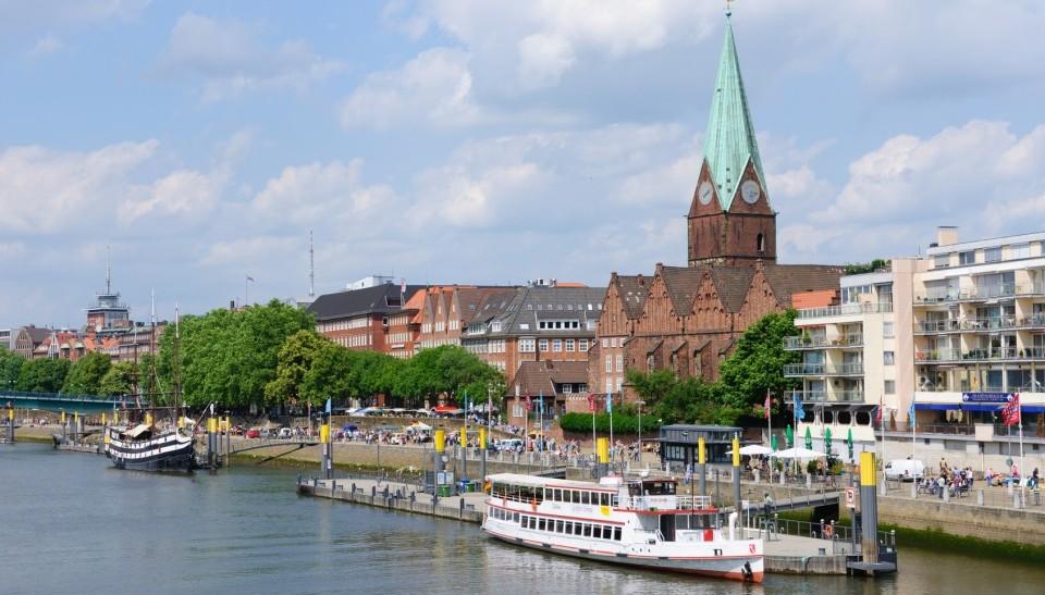 Weserufer in Bremen mit vielen Restaurants