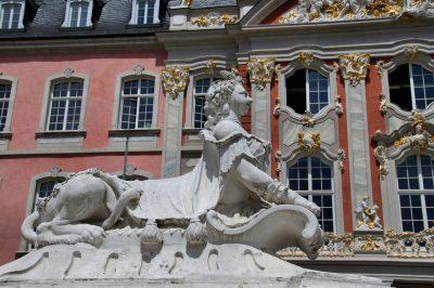 Skulptur vor dem Kurfürstlichen Palais Trier