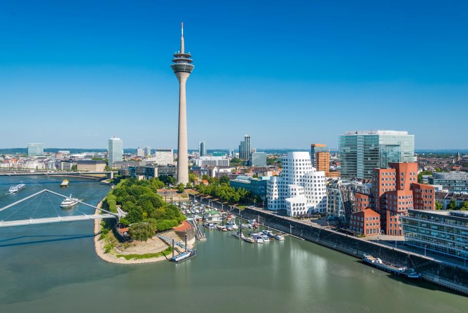 Düsseldorf, Innenstadt und Blick auf den Fernsehturm, Medienhafen