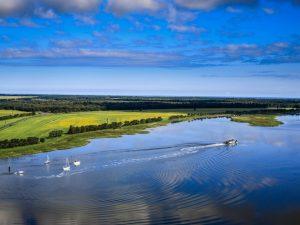 Blick über Bodden und Ostsee bei Zingst am Darß