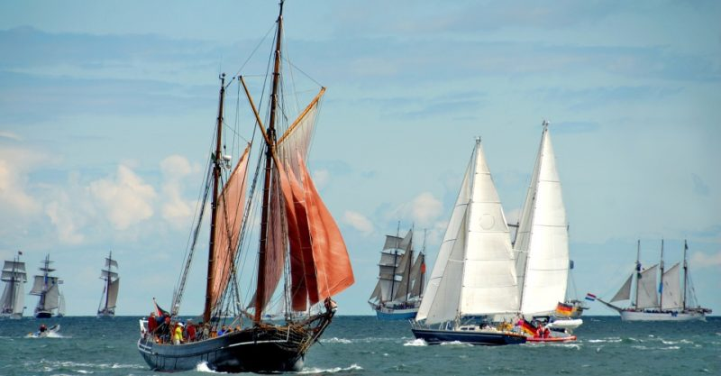 Windjammerparade in der Kieler Bucht