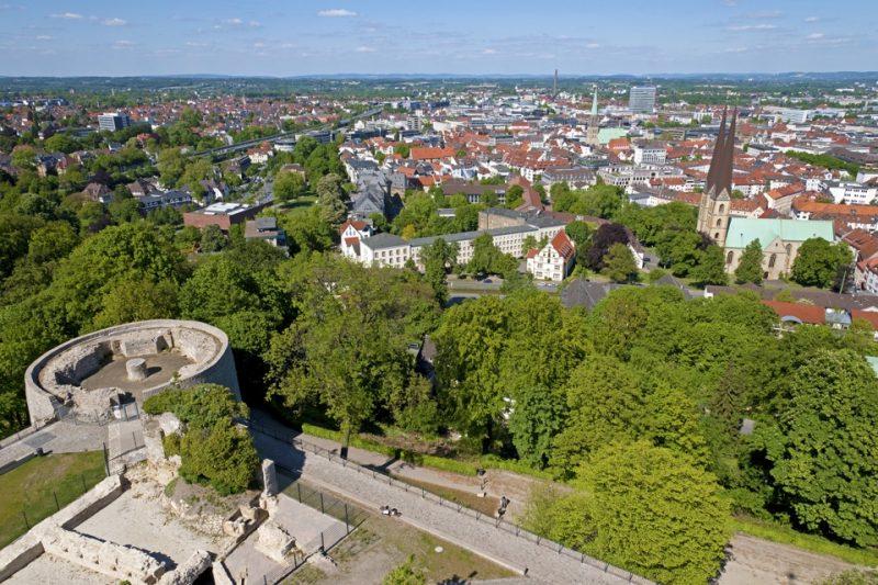 Bielefeld von oben - Blick von der Sparrenburg auf die Bielefelder Innenstadt