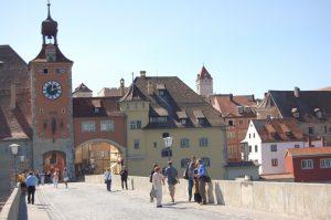 Regensburg, auf der steinernen Brücke mit Blick auf die Altstadt