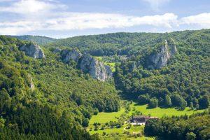 Landschaft im oberen Donautal am Fuß der Schwäbische Alb