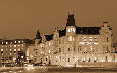 Hotel Bielefelder Hof - Außenansicht bei Nacht