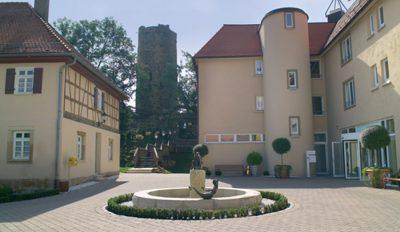 Blick in den Innenhof von Burg Salach
