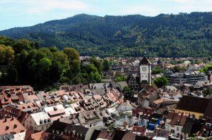 Blick auf Freiburg im Breisgau und das Schwabentor
