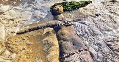 Meerjungfrau aus Sand im Wattenmeer - Ostfrieseninsel Spiekeroog