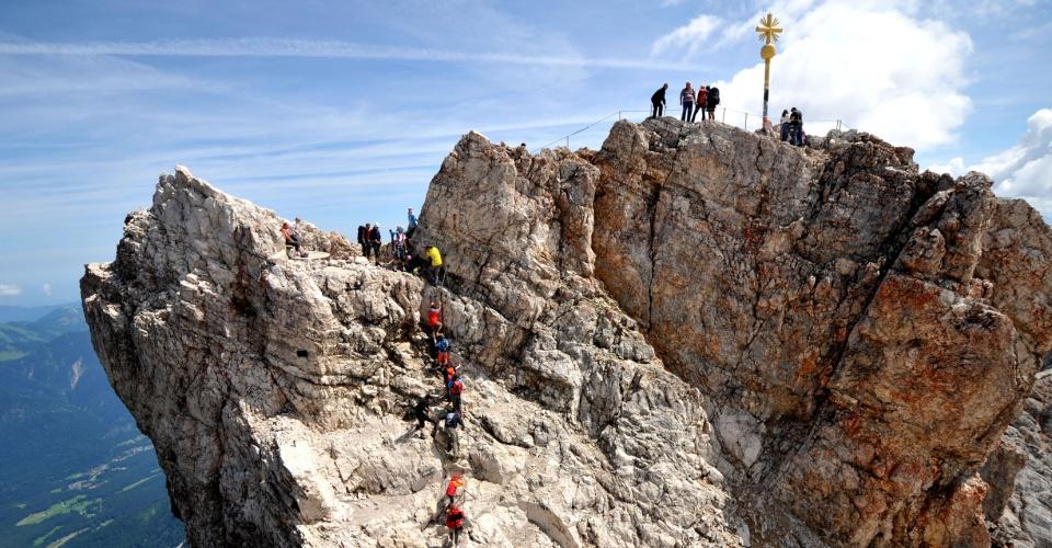 Bersteiger auf dem Gipfel der Zugspitze