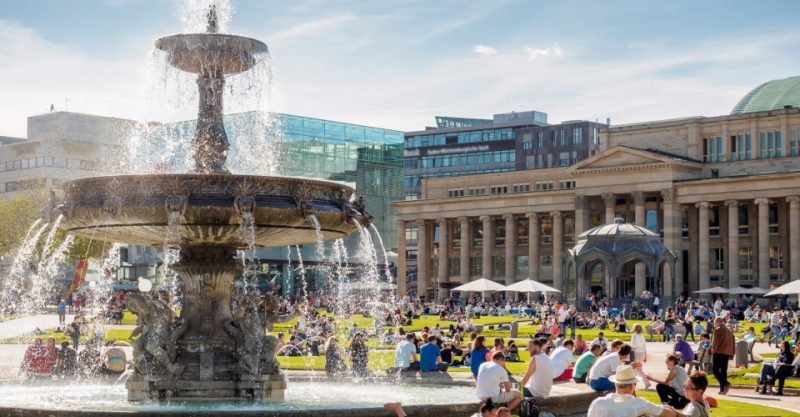 Schlossplatz in Stuttgart im Sommer