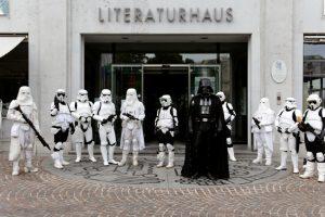 Darth Vader vor dem Literaturhaus