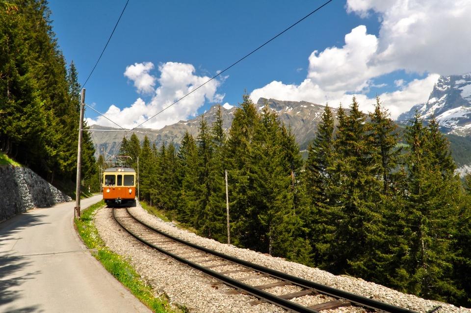 Die Jungfraubahn zwischen Eiger und Mönch