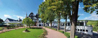 Weingut Weil Panorama Gutshaus