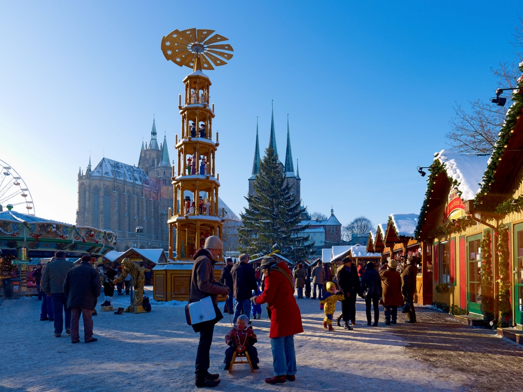 Weihnachtsmarkt mit Dom St. Marien und Severikirche