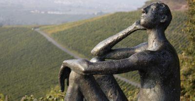 Skulptur in den Weinbergen bei Strümpfelbach
