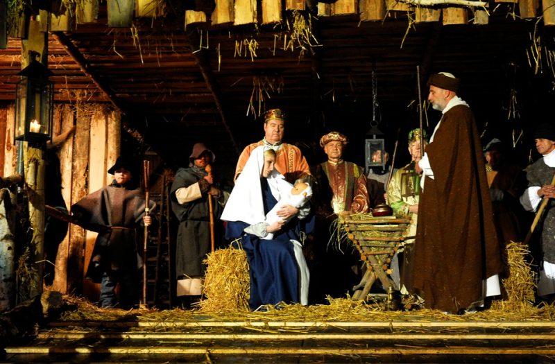 Krippenspiel auf dem Andernacher Weihnachtsdorf