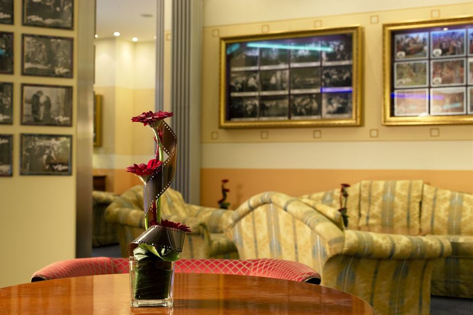 Blumengesteck, Hollywood Media Hotel