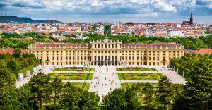 Blick auf Schloss Schönbrunn und den Schlosspark