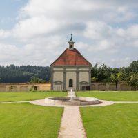 Außenansicht vom Kloster Holzen