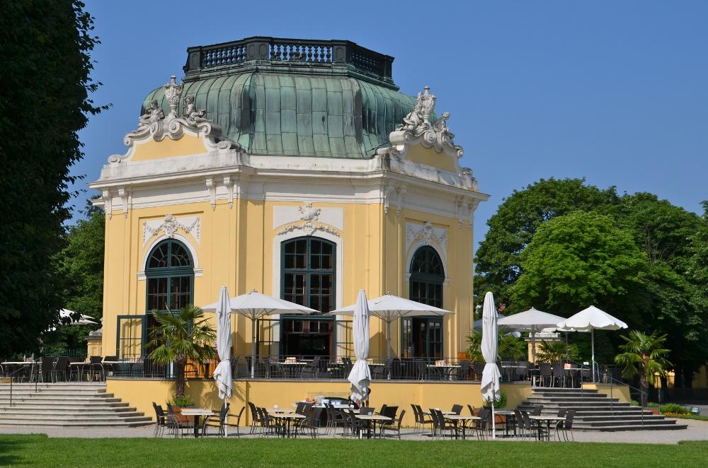 Pavillon im Schlosspark Schönbrunn bei Wien