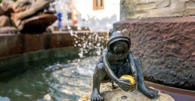 Märchenbrunnen Froschkönig im Spessart
