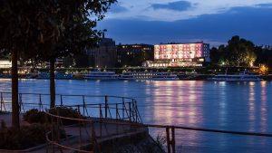 Hotel am Rheinufer am Abend © Ameron Hotel Königshof