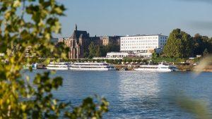 Blick über den Rhein auf die Rheinterrasse