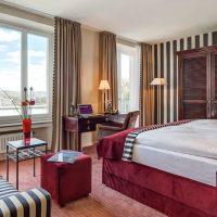 Hotelzimmer mit Blick auf den Rhein