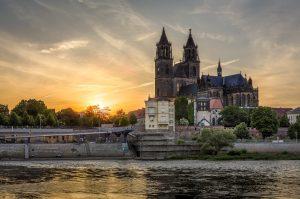 Magdeburger Dom am Elberadweg
