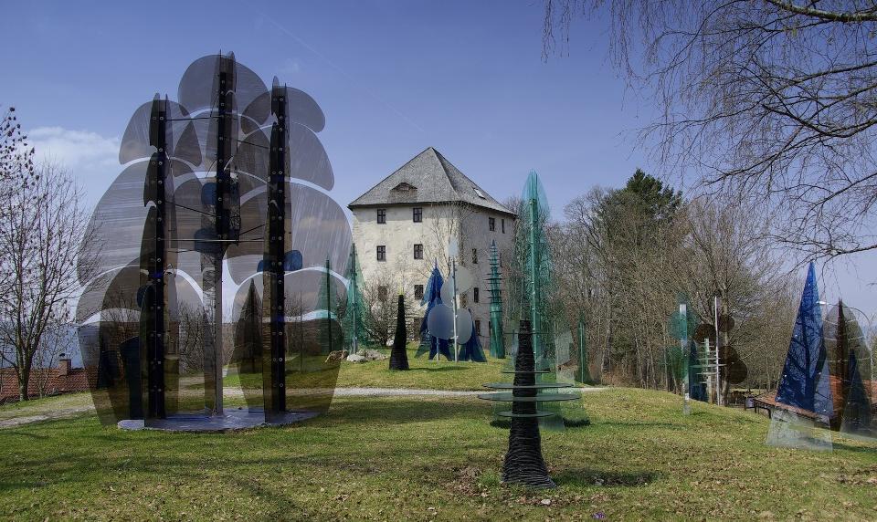 Gläserner Wald an der Burgruine Weißenstein bei Regen - Ostbayerische Glasstraße