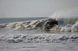Surfer in der Welle - Surfing